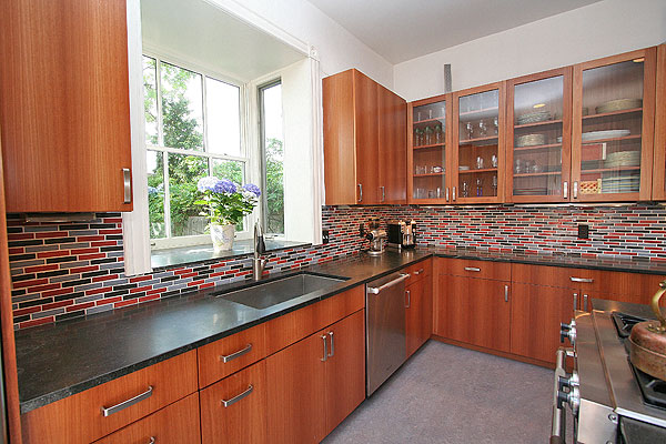 Charmant This Kitchen Was Gutted And Put Back Together With Completely Sustainable  Materials And Construction Practices. The Cabinets Are Made Of Lyptus Wood,  ...